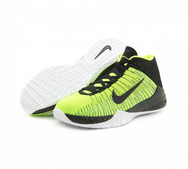 Las zapatillas de baloncesto Nike Zoom Ascention para hombre incorporan costuras de alta resistencia a la tensión en la parte superior de malla para proporcionar una sujeción dinámica y transpirable. La unidad Nike Zoom Air del antepié proporciona una amortiguación de máxima respuesta y perfil bajo en la cancha.