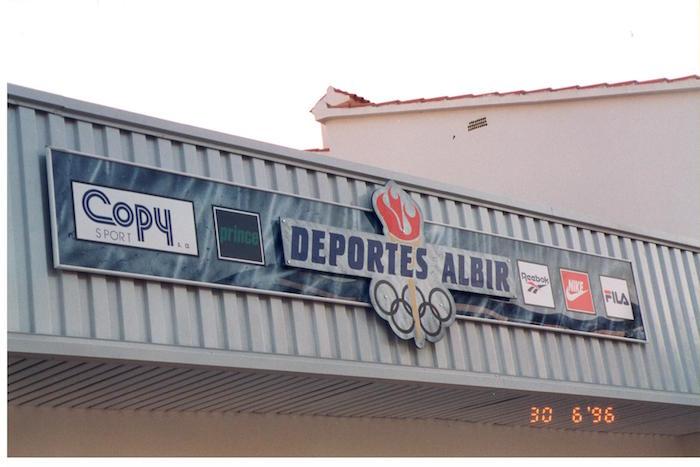 Foto antigua de Albir Sport. Tienda de deportes en Alfaz del Pi . tienda de deportes el el Albir