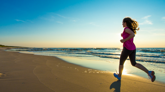 Beneficios de correr por la playa